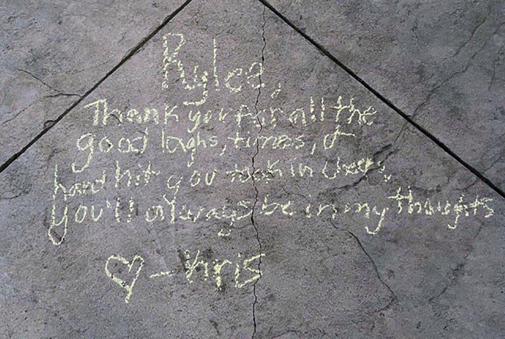 Berkumpul Mengenang Tragedi Penembakan Teater Rylee Goodrich